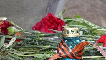 Цветы в День Победы. Архивное фото
