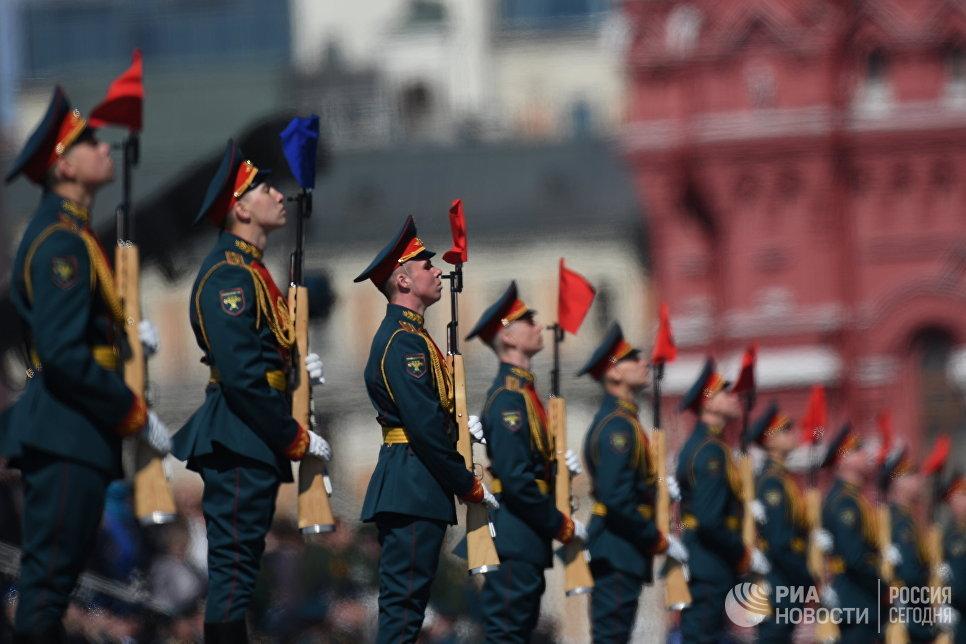 Военнослужащие на генеральной репетиции военного парада в Москве, посвящённого 72-й годовщине Победы в Великой Отечественной войне
