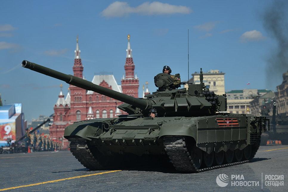 Танк Т-72Б3 на генеральной репетиции военного парада в Москве, посвящённого 72-й годовщине Победы в Великой Отечественной войне