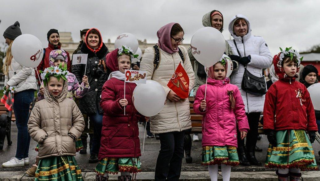 Участники празднования Дня Победы в Москве. 9 мая 2017