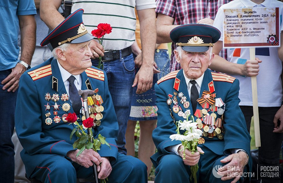 """Во время торжественной церемонии перезахоронения останков 62 красноармейцев на мемориале воинской славы """"Вечность"""" в Кишиневе"""