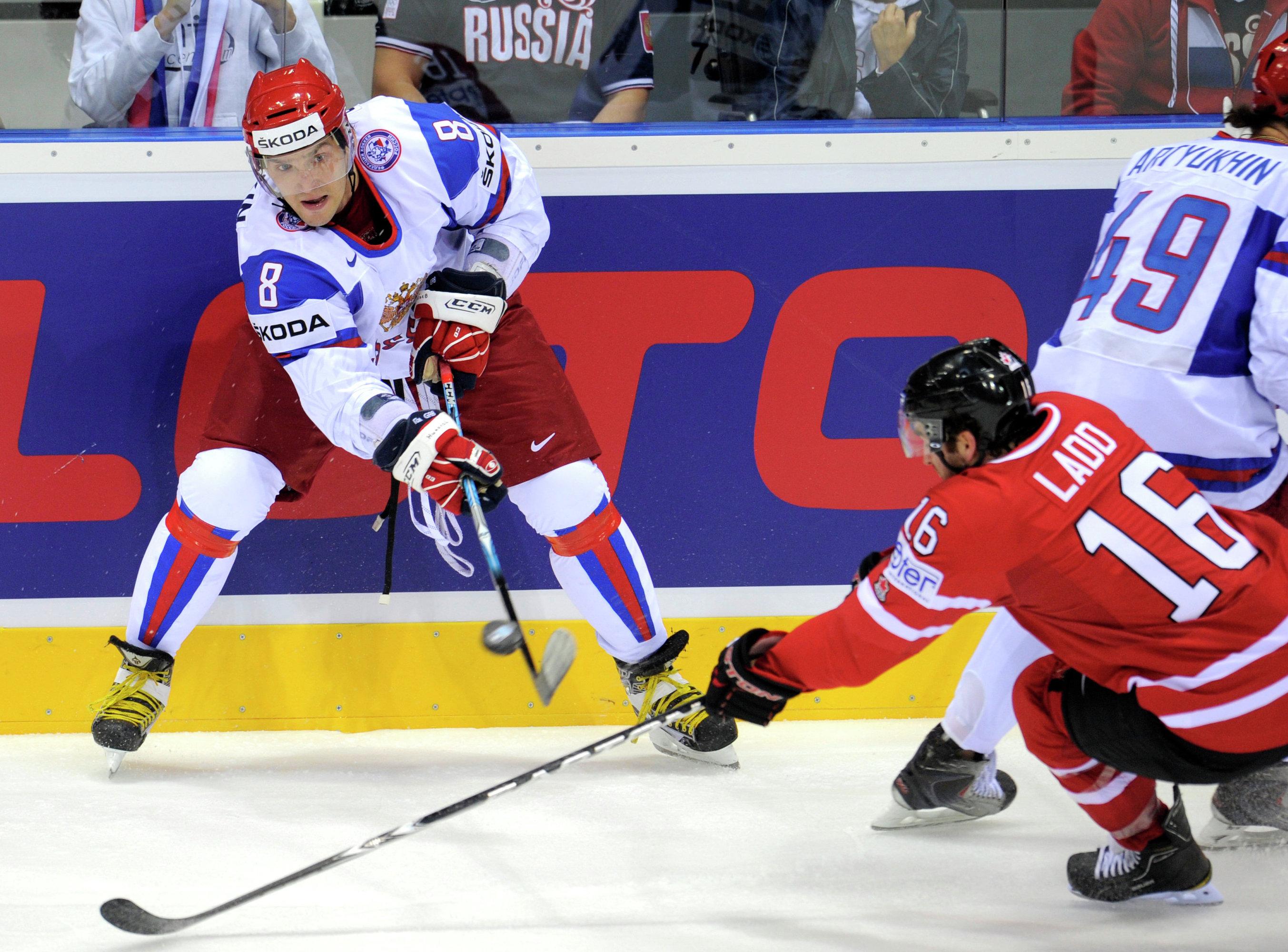 Сборная России по хоккею проиграла Канаде выставочный матч перед Кубком мира