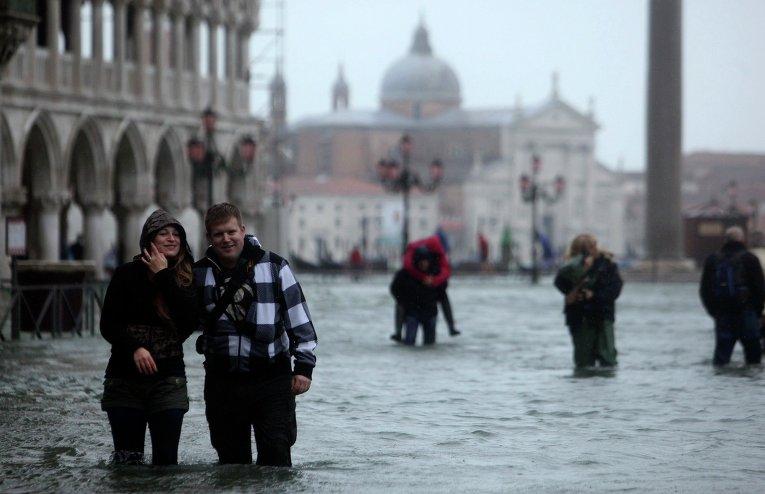 Затопленные улицы в Венеции